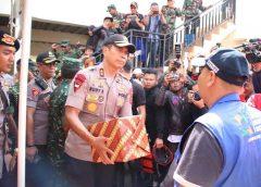 Kapolda Jabar Bersama Pangdam III/Siliwangi Pantau Langsung Lokasi Banjir Dayeuh Kolot
